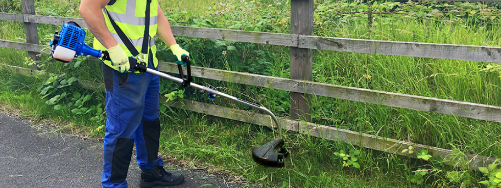 How to Use Your Grass Strimmer: The Ultimate How-To Guide